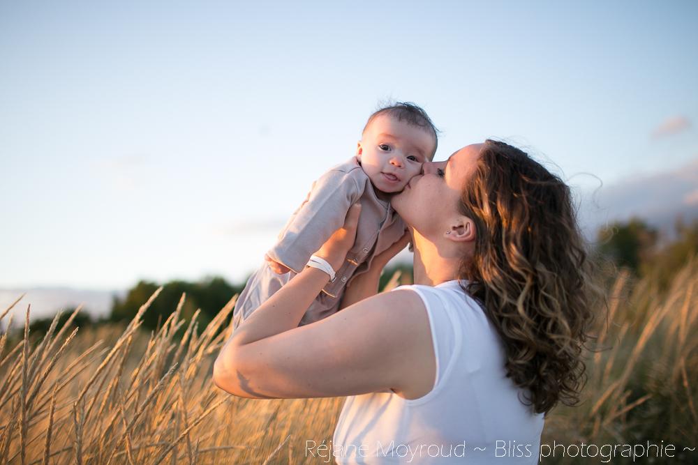 photographe maternité maman bébé nourrisson Montpellier gard Herault Lunel Nimes grossesse maman enfant accouchement naturel Réjane Moyroud Bliss photographie-126