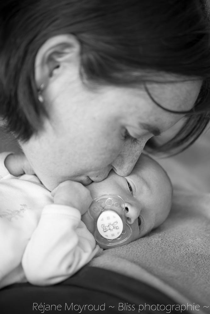 photographe maternité maman bébé nourrisson Montpellier gard Herault Lunel Nimes grossesse maman enfant accouchement naturel Réjane Moyroud Bliss photographie-148