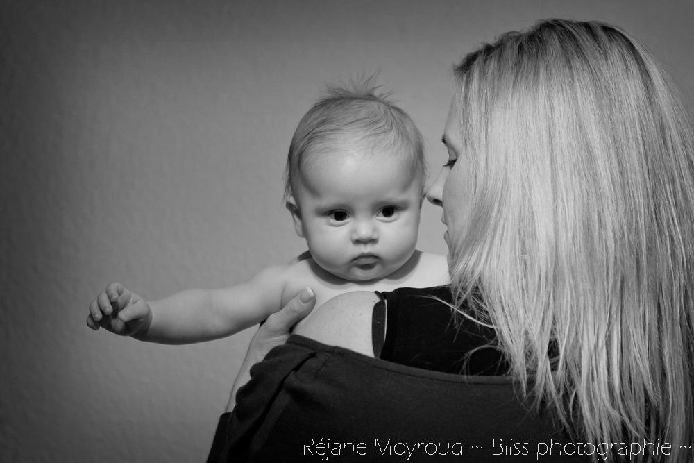 photographe maternité maman bébé nourrisson Montpellier gard Herault Lunel Nimes grossesse maman enfant accouchement naturel Réjane Moyroud Bliss photographie-24