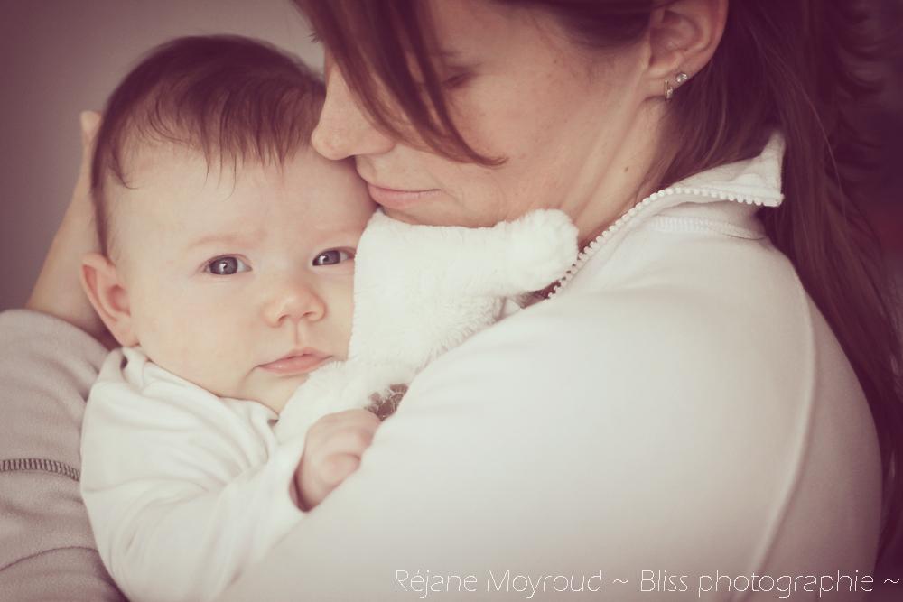 photographe maternité maman bébé nourrisson Montpellier gard Herault Lunel Nimes grossesse maman enfant accouchement naturel Réjane Moyroud Bliss photographie-77