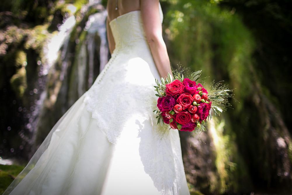 photographe mariage montpellier nimes uzes bezier couple Domaine de Verchant Bliss Réjane Herault Déco exterieur chaussures-6