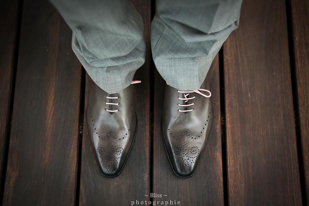 photographe mariage montpellier nimes uzes bezier couple Domaine de Verchant Bliss Réjane Herault Déco exterieur chaussures