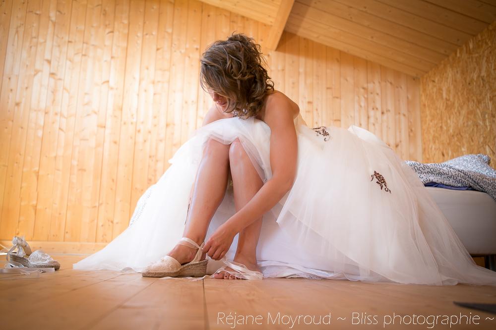 mariage Montpellier nimes gard lunel photographe decouverte préparatif robe marron chaussure originale valergues