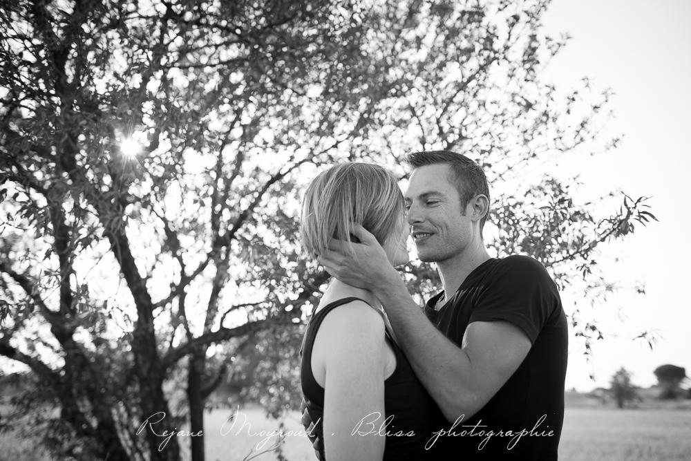 photographe-Montpellier-couple-mariage-studio-Lansargues-amour-noir-blanc-naturelle-Hérault-Gard-boudoir-12