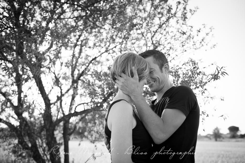 photographe-Montpellier-couple-mariage-studio-Lansargues-amour-noir-blanc-naturelle-Hérault-Gard-boudoir-13