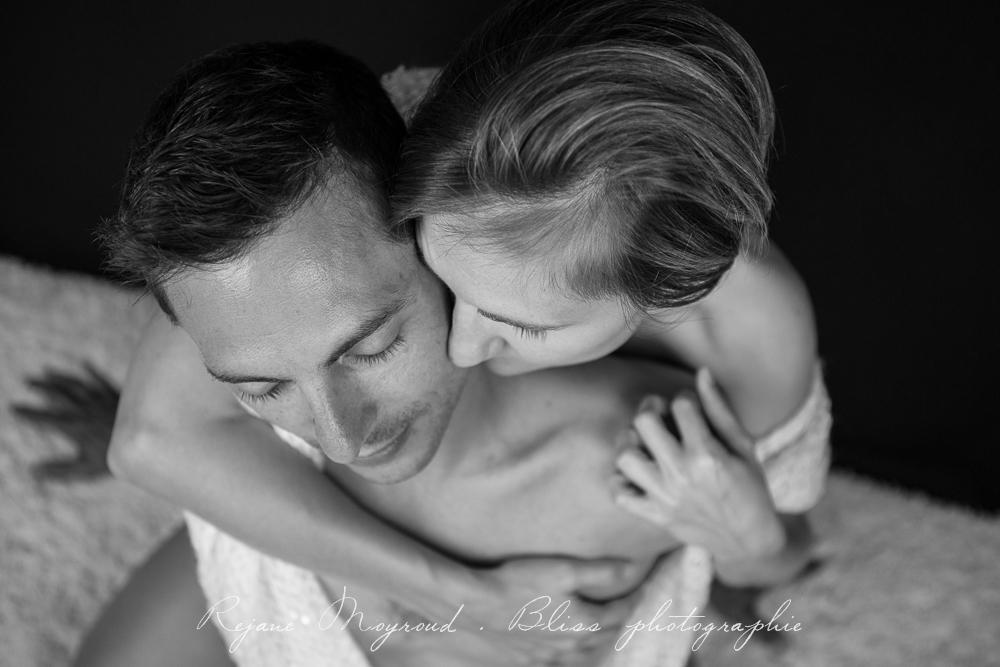 photographe-Montpellier-couple-mariage-studio-Lansargues-amour-noir-blanc-naturelle-Hérault-Gard-boudoir-2