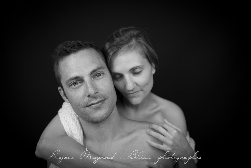 photographe-Montpellier-couple-mariage-studio-Lansargues-amour-noir-blanc-naturelle-Hérault-Gard-boudoir-4