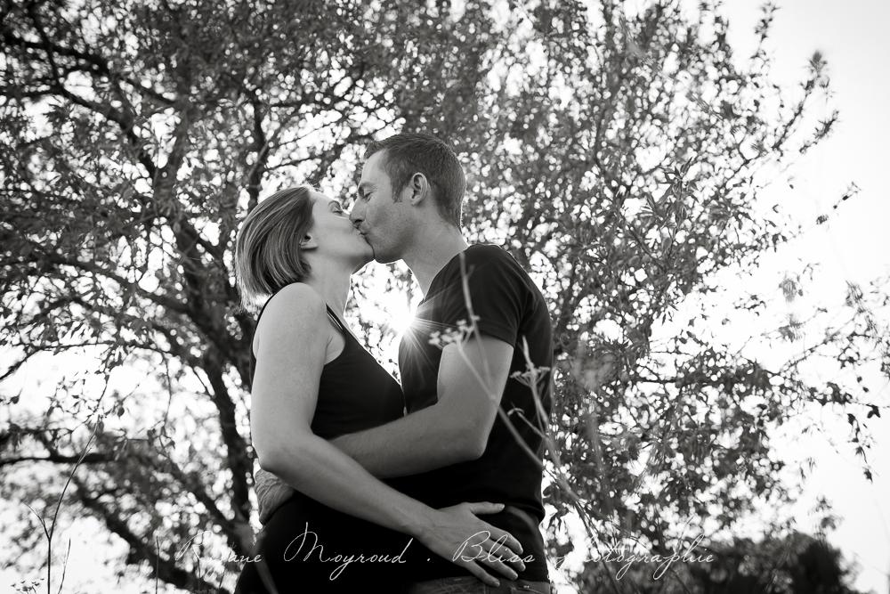 photographe-Montpellier-couple-mariage-studio-Lansargues-amour-noir-blanc-naturelle-Hérault-Gard-boudoir-7