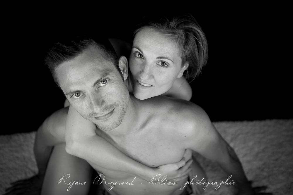 photographe-Montpellier-couple-mariage-studio-Lansargues-amour-noir-blanc-naturelle-Hérault-Gard-boudoir