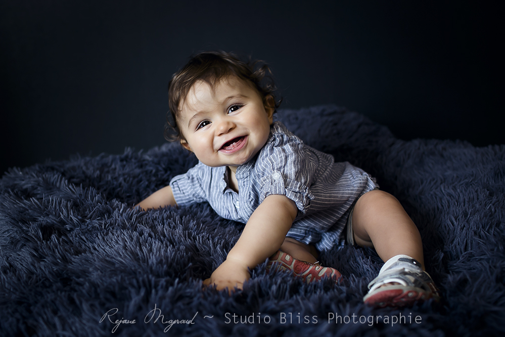 photos-enfant-1an-photographe-lunel-viel-studio-bliss-smash-the-cake-portrait