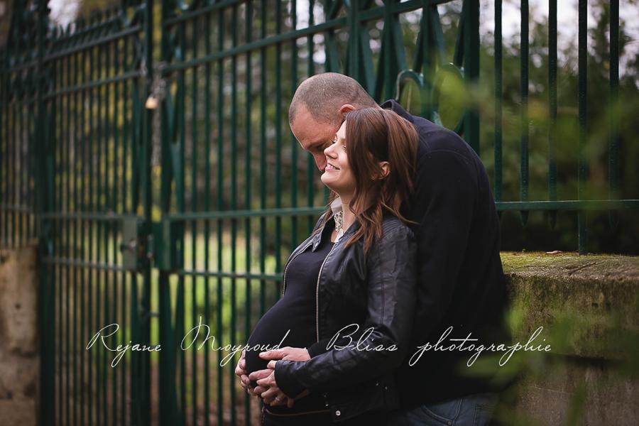 ventre-rond-grossesse-montpellier-photographe-bebe-studio-lunel-enceinte-femme-111