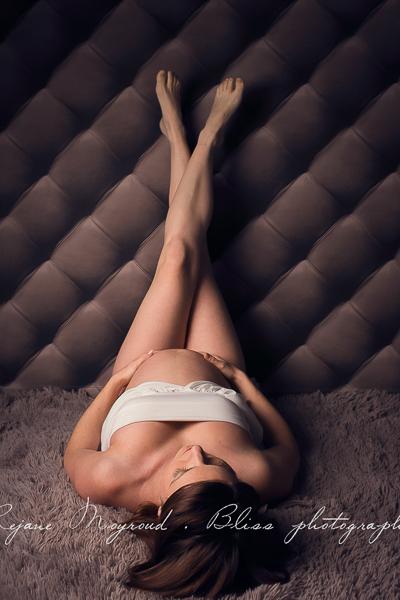 ventre-rond-grossesse-montpellier-photographe-bebe-studio-lunel-enceinte-femme-23