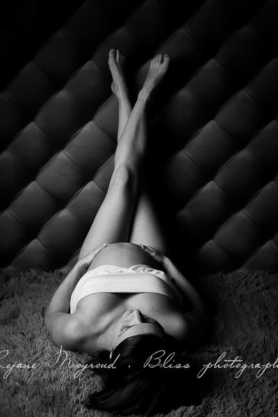 ventre-rond-grossesse-montpellier-photographe-bebe-studio-lunel-enceinte-femme-58