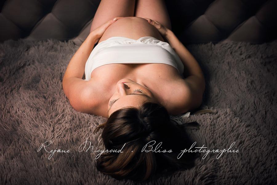 ventre-rond-grossesse-montpellier-photographe-bebe-studio-lunel-enceinte-femme-60