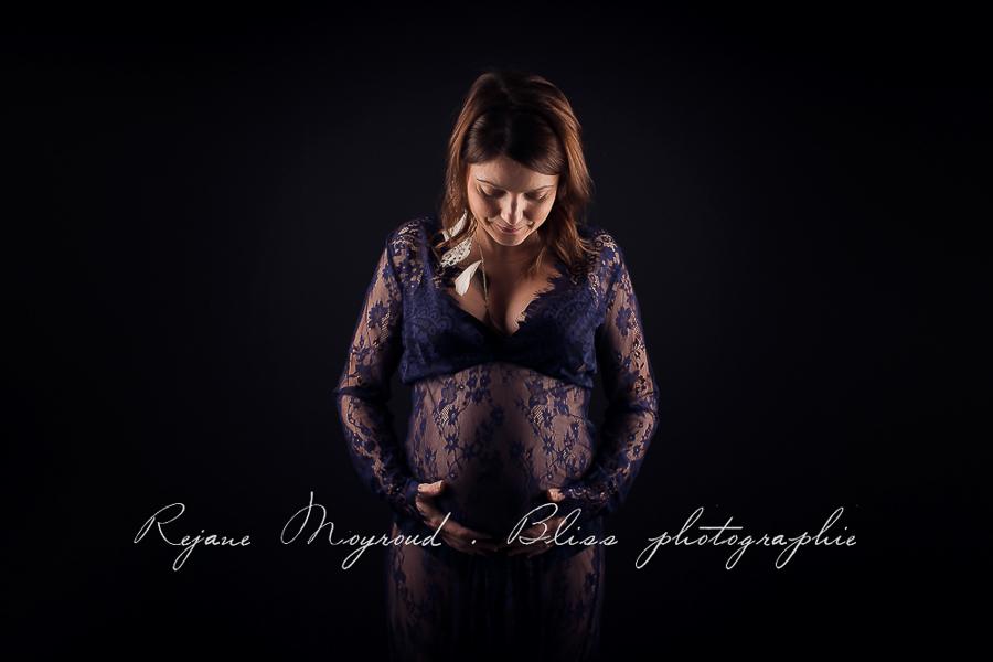 ventre-rond-grossesse-montpellier-photographe-bebe-studio-lunel-enceinte-femme-76