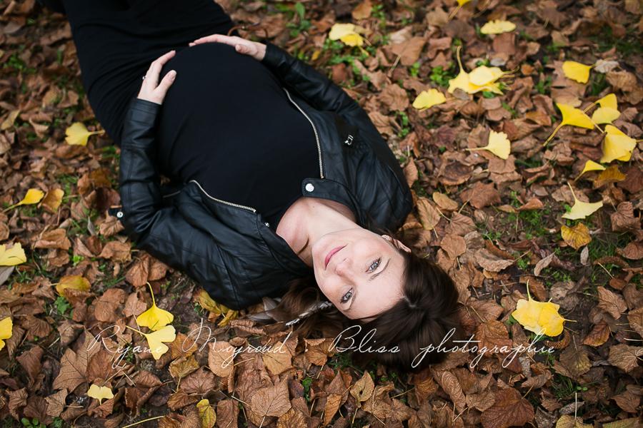 ventre-rond-grossesse-montpellier-photographe-bebe-studio-lunel-enceinte-femme-85